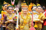 Laos - Donne in costume tipico