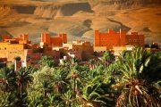 Marocco - Kasbah con sullo sfondo la catena dell'Atlante